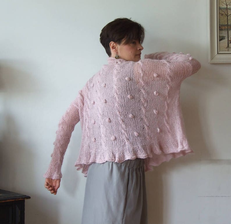 9c1905ff9 Oversized sweater with braids and bobbles dusty pink cropped