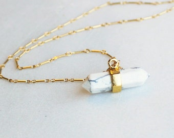 Horizontal Crystal Pendant Necklace