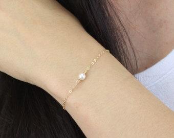 Single Pearl Bracelet in Silver or Gold