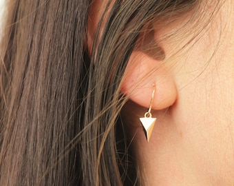 Vivian - Tiny Spike Earrings