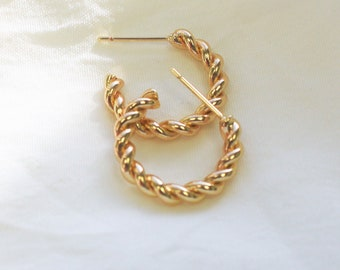 Gold Huggie Hoop Earrings, Twisted 18mm - Aura Collection