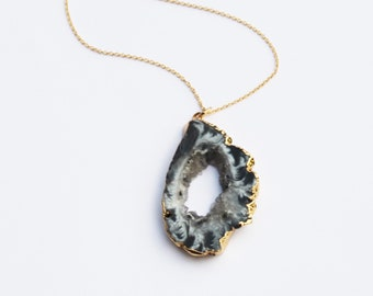 Petite Agate Pendant Necklace