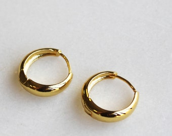 Gold Huggie Hoop Earrings, 20mm - Aura Collection