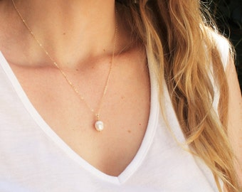 Pearl Pendant Necklace - Choose your chain