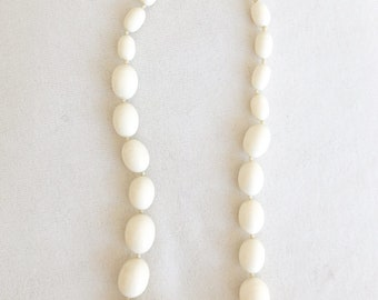 Vintage 60s Trifari Graduated Off White Oval Beaded Necklace