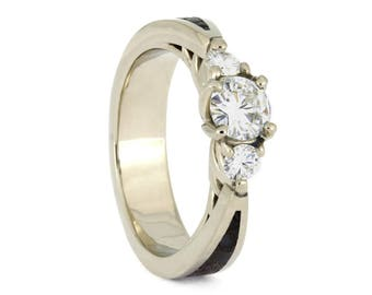 Three Stone White Gold Engagement Ring 40ea01e7a