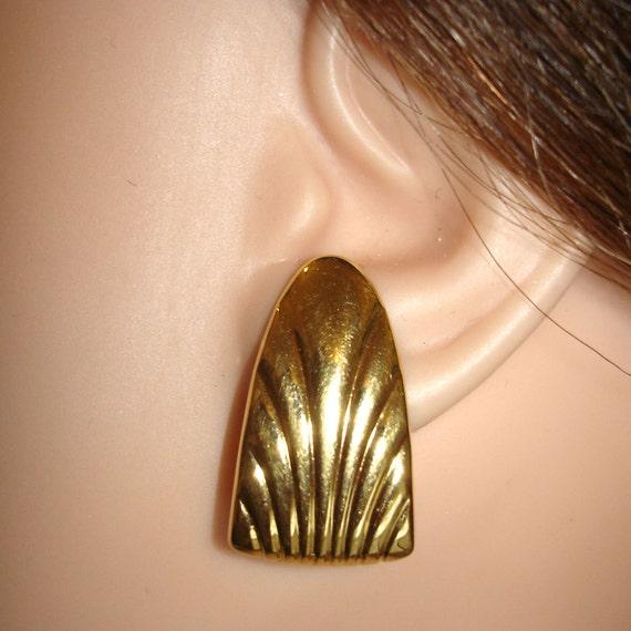 vintage MONET fluted golden shell design gold tone