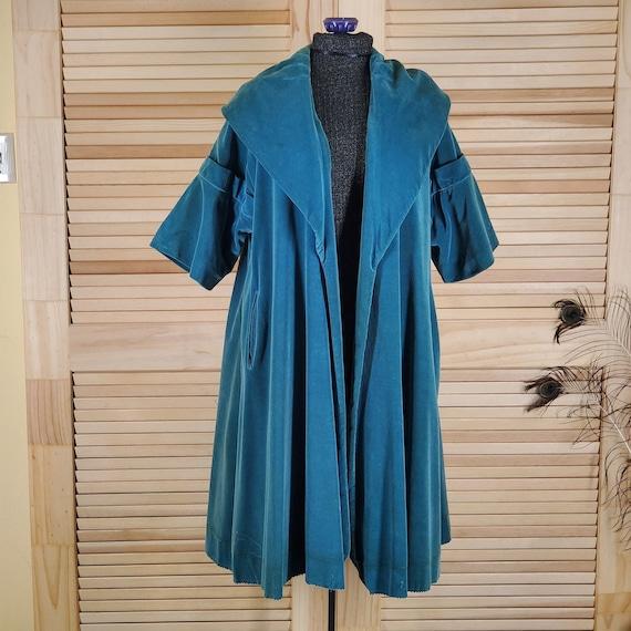 Vintage 1950s green velveteen opera coat