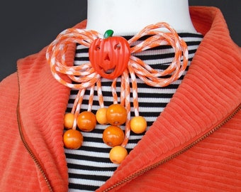 Halloween Pumpkin Kitschy Cord Bow - 1940s 50s style novelty bow pin brooch by Luxulite