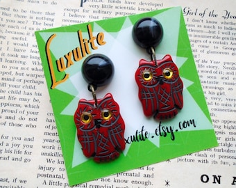 The owls are not what they seem - Red owl earrings - 1940s 50s bakelite inspired fakelite by Luxulite