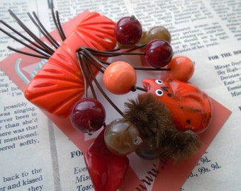 Squirrel friend  1940s 50s carved bakelite fakelite style novelty Autumnal brooch by Luxulite