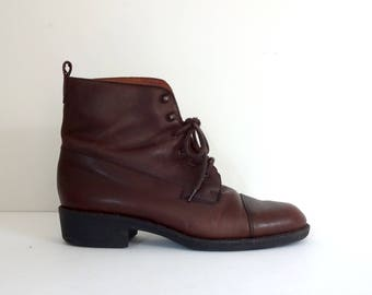 Vintage EDDIE BAUER Boots • 1990s Women Shoes • Casual Brown Leather Lace Up Latch Booties 90s Modern Block Heel •Size 8 •Made in Italy