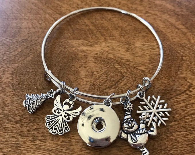 Holiday Winter Chrismtas bangle bracelet with snap base. Compatible with ginger snaps and a magnolia and vine snaps - Customize Charms