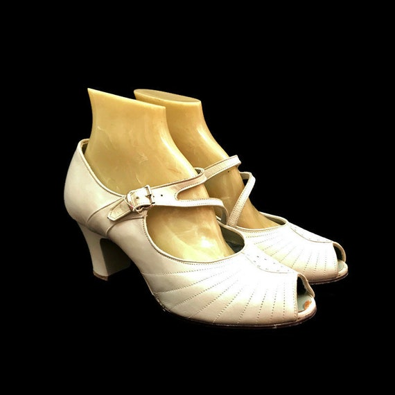 Vintage 30s Pumps White Shoes Leather Peep Toe Mar