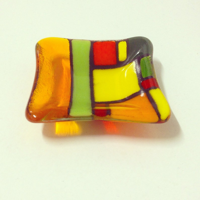 Red green yellow and orange design; ARIZONA; tiny bowl just 8cms x 8cms; other sizes available too; handcrafted; artglass; birthday gift;