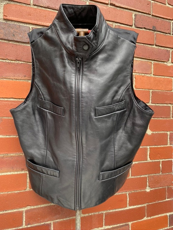 She wore a black leather vest, fitted and sexy, un