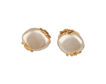 Authentic CHANEL Vintage Gold Metal Cabochon Pearl Clip On EARRINGS CC Logos