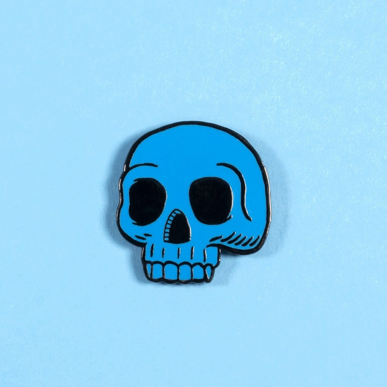 Blue skull enamel pin badge image 0