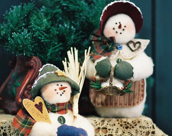 Mr and Mrs I Love Snow - Mailed Cloth Doll Pattern 10in Holiday Season Snowman Couple