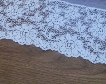 Vintage Ivory Wide Floral Lace Edging 1 5/8 yd. (1.5 m) X 4 in. (10.24 cm) L6