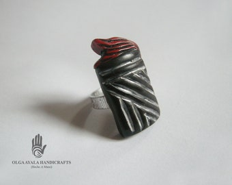 Black and Red Textured Clay Ring - Size 6
