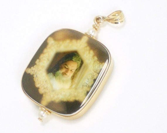 14K Gold Princess Framed Photo Pendant