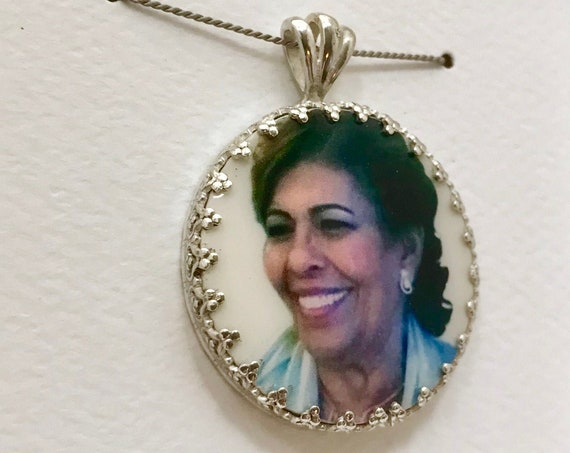 "Princess Framed Photo Pendant on a Fancy Bail, Engraved on the Back Side - Medium (1"")"