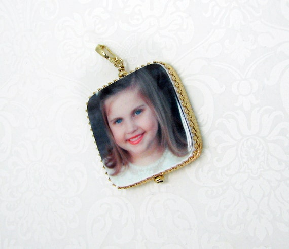 Photo Pendant with rounded corners framed in my 14K Gold Classic style frame - Large - FP1CR14K