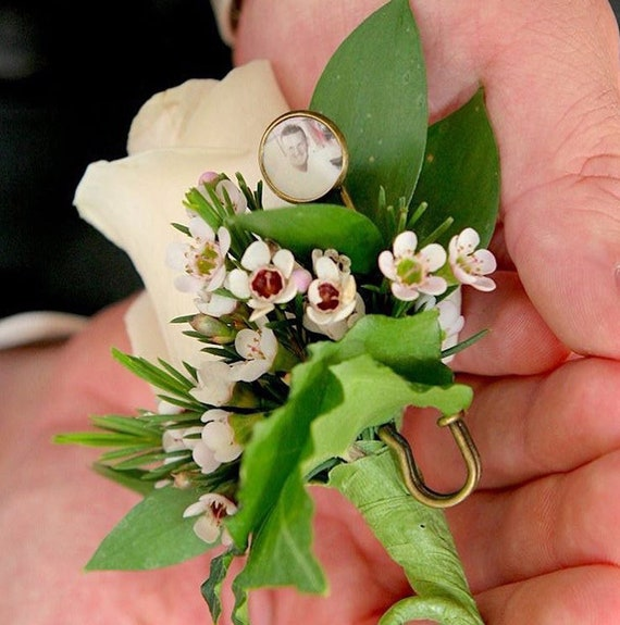 A Boutonniere Pin holding a Round, Mini Photo Tile - BPC8