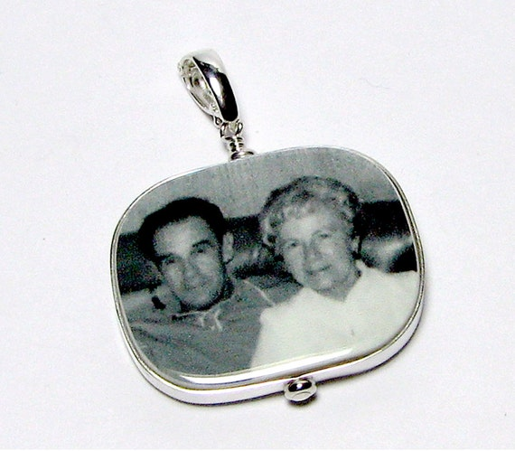 "Shiny Flat Framed Photo Pendant - Large (1.25"")"