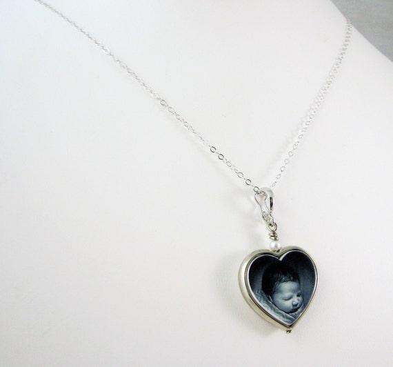 14K White Gold Framed Heart Photo Pendant  - Custom Jewelry - FP12HNWG
