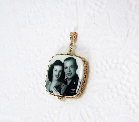 14K Gold Princess Framed Photo Pendant - Medium - FP2RPG
