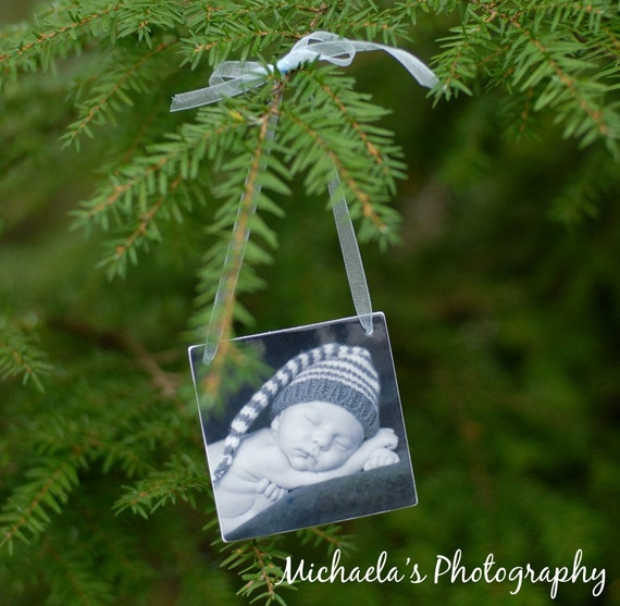 A Christmas Photo Ornament You'll Want To Cover Your Tree With - OOS