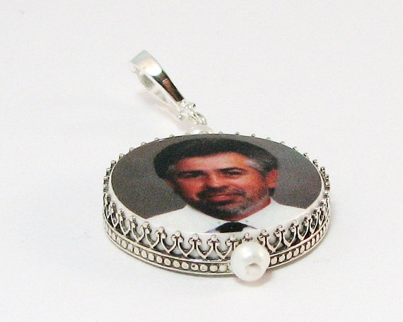 "Classic Framed Photo Pendant with a Hinged Fancy Bail - Medium (1"")"