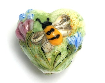11830105 - Bumble Bee Garden Heart Focal - Handmade Glass Lampwork Bead