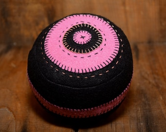 Penny Rug Series   Traditional Primitive Black With Rose Pincushion