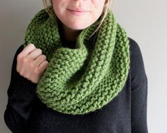 knit cowl - MARIPOSA - wool scarf - GREEN - neck warmer - ADULT