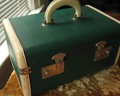 Vintage Hunter Green Small Leather Cosmetic Train Case