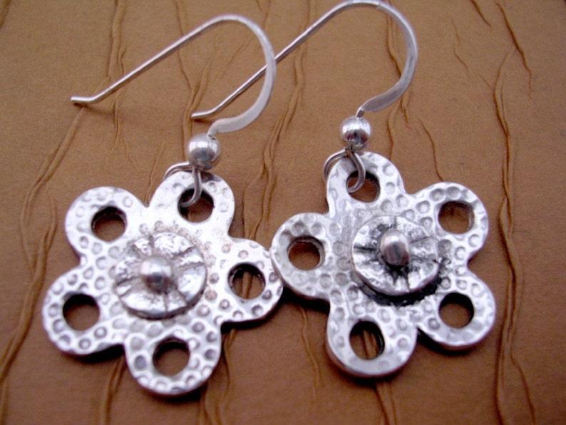 Pretty Little Flower Earrings image 0