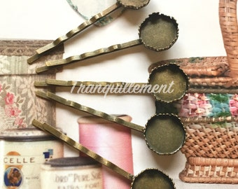 30 Small Bronze Retro Vintage Style Round Crown Scallop Edge Pendent Cabochon Hair Clip Slides Pins Blanks 15mm