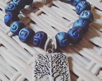 TREE ROOTS blue ceramic beaded bracelet with gemstone.