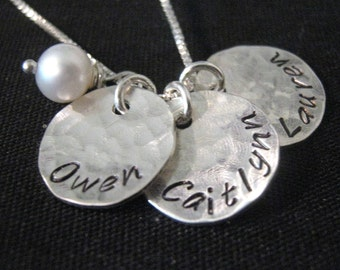 c470215d8 Mom Gift from Daughter - Hand Stamped Mommy Necklace - Three Loves - personalized  mothers necklace - Gift for Mom - Personalized Disk