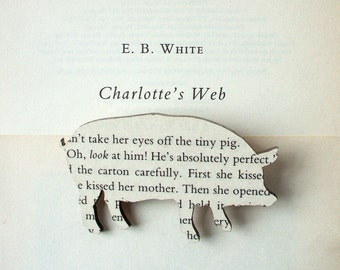 Charlotte's Web - Pig brooch. Classic book brooches made with original pages.