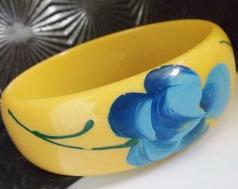 Fabulous vintage bakelite Marblette bracelet blue rose on yellow bangle hand painted jewelry