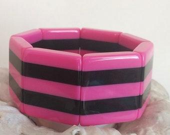 Vintage mod 1980s wide lucite stretch panel bracelet, hot pink and black striped rectangular panels plastic bangle