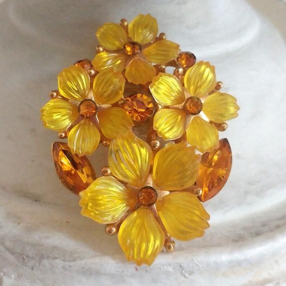 1950s 1960s Juliana style rhinestone flower pin or