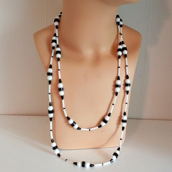 1960s mod glass beaded necklace black and white ex