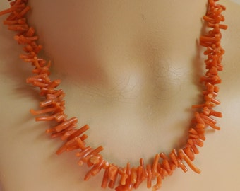Fabulous vintage 1970s branch coral necklace dainty graduated strand