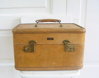 Vintage Leather Train Case, Vintage Tan Train case, Vintage Suitcase, Tan Suitcase, Tan Traincase, Vintage Luggage, Retro Train Case, Retro