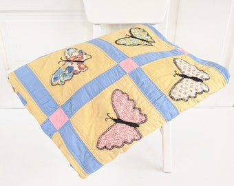 Vintage Butterfly Quilt, Vintage Hand Sewn Quilt, Vintage Quilt, Vintage Double Quilt, Vintage Full Quilt, Vintage Twin Quilt, Girl Quilt
